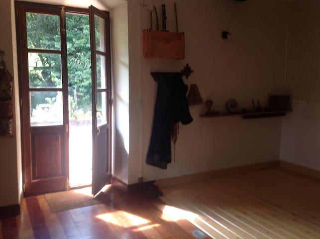 Alquilo habitación en casa de campo - Sopuerta - Haus