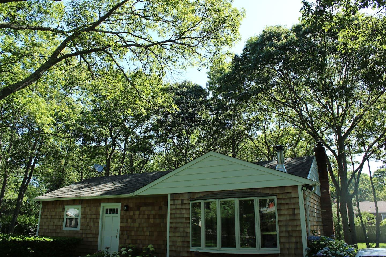 The Hampton Bays Cottage