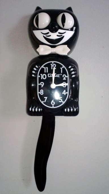 I have a cat clock, therefore I am awesome.