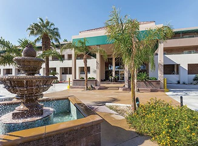 Palm Springs Condo with resort style amenities