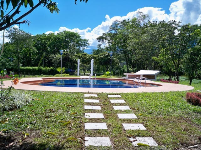 Finca Samaneh -  Cabañas Campestres - Restrepo - Hostel