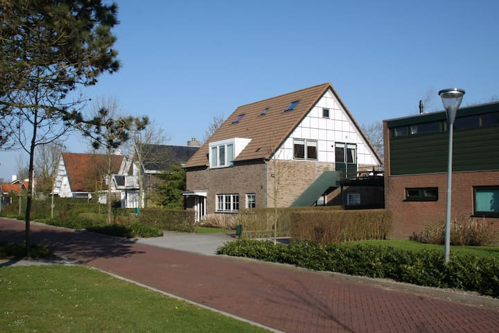 Domburg Spacious Family Home (sleeps 6 people) - Domburg - Daire