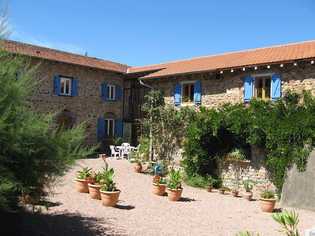 Bed and Breakfast north of Lyon - Ronno - Penzion (B&B)