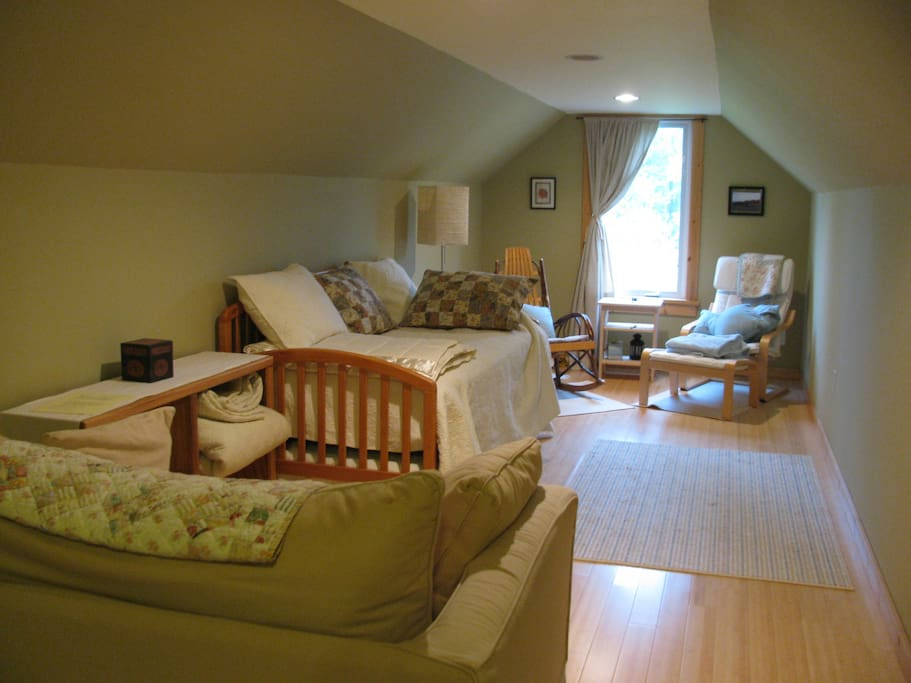 Attic guest room, accommodates 3.