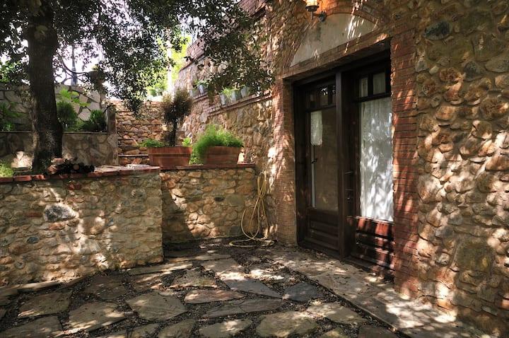 "Rustic ""Mas"" farmhouse Costa Brava   Dalí 4 Pax"