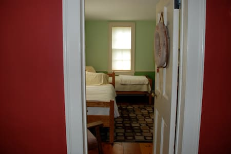 Room in Hudson Valley Farmhouse - Hopewell Junction - Ház
