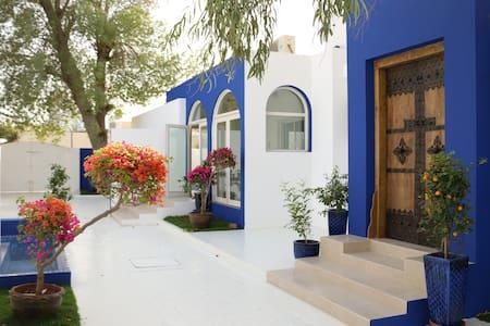 A true Emirati home by the Beach/ Room 7