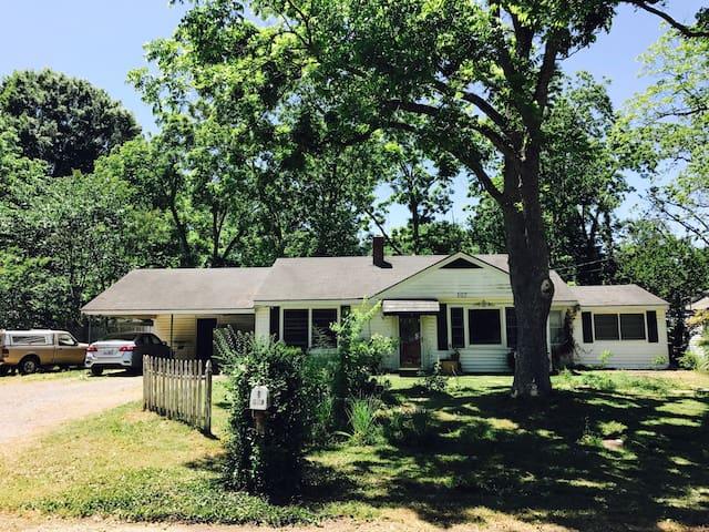 Permala Garden Family Home Near AFB