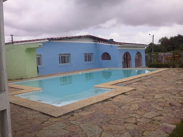 linda casa com piscina. - Igarassu - House