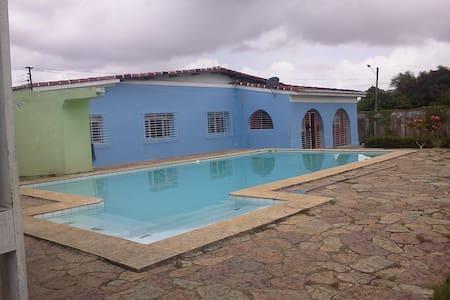 linda casa com piscina. - Igarassu