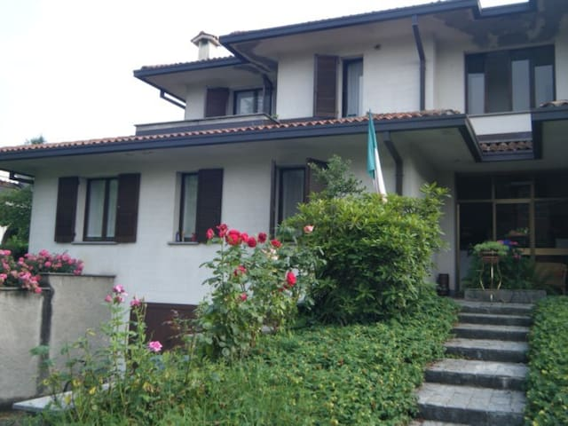 HAPPY GARDEN bed & breakfast LESMO - Province of Monza and Brianza - Bed & Breakfast