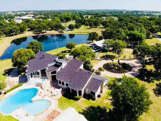 Luxurious Ranch House near Lake Ray Roberts