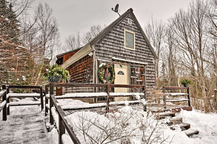 NEW! 2BR Searsport Cabin Minutes to Ocean!