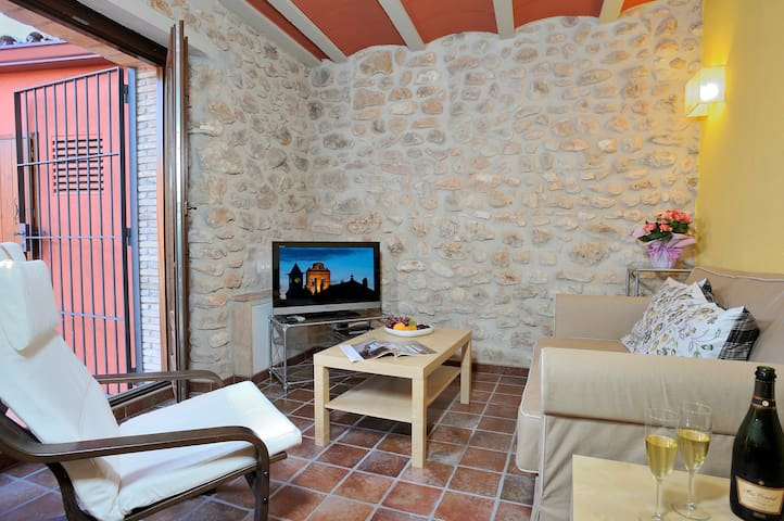 APARTMENT BY VINEYARDS AND BEACH - Banyeres del Penedès - Byt