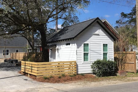 Revamped Cozy Cottage - Summerville - Chalé