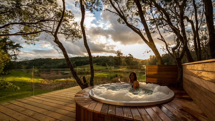Charming Bush Villa with Jacuzzi in Game Reserve