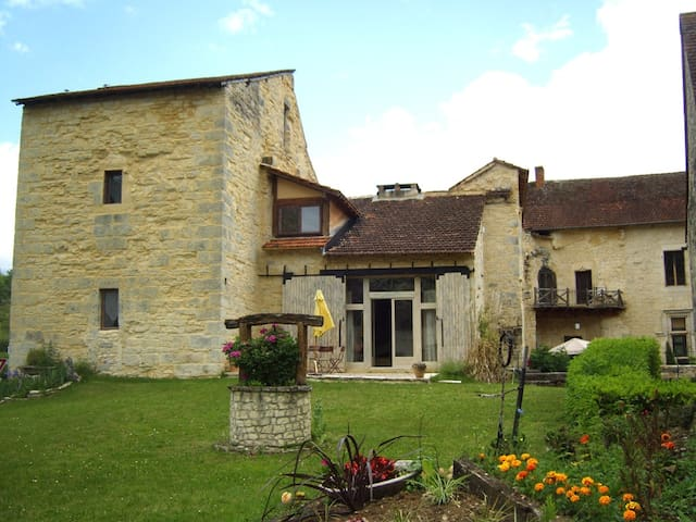 appartement in chateau west wing 4/6 people - Saint-Chamarand - Daire
