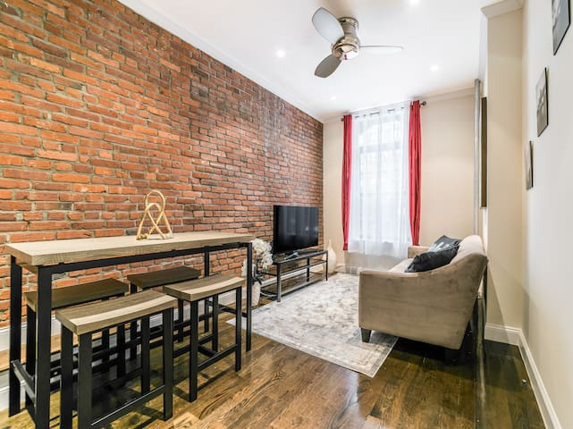 Captivating Central Park TownHouse 3Bed/2BA