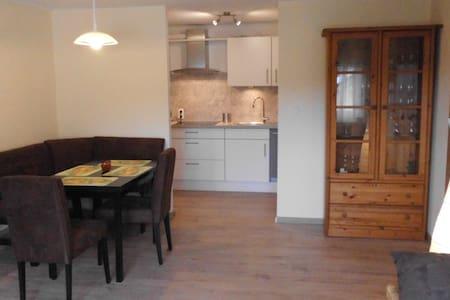 Helles und geräumiges Appartement am Eggegebirge - Altenbeken - Condominio