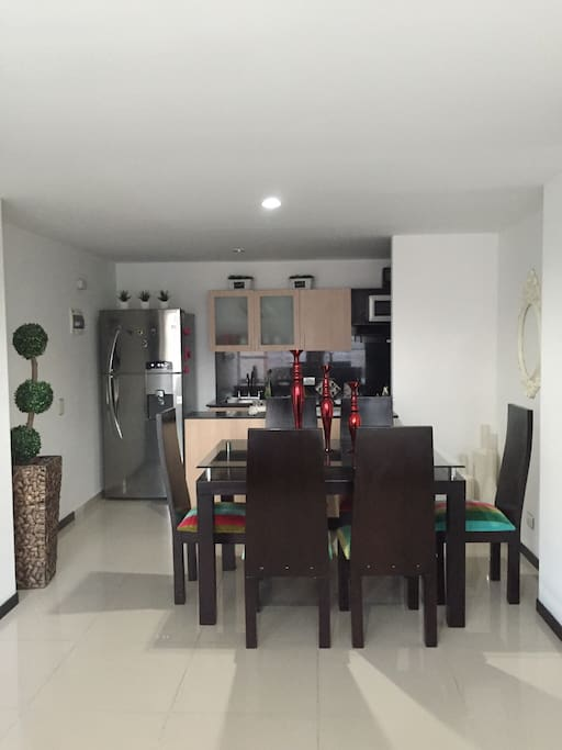 Comedor de 6 puestos, barra de cocina y cocina dotada con electrodomésticos incluida Lavadora
