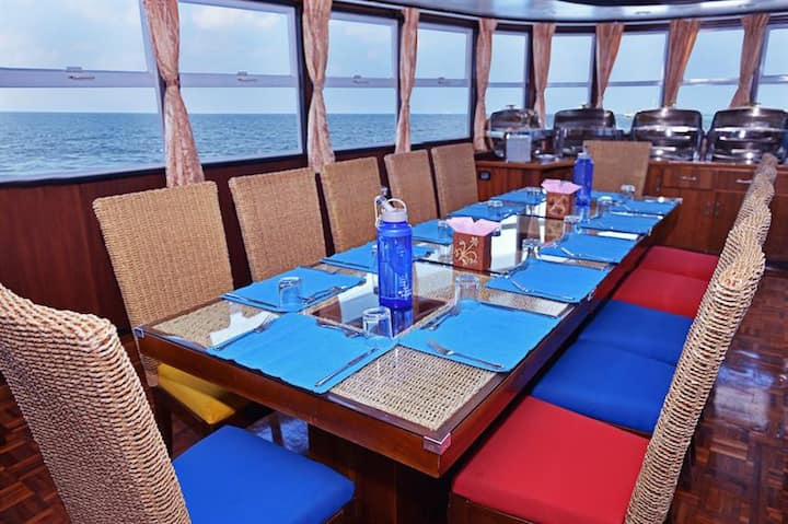 Luxury liveaboard adventure, all inclusive