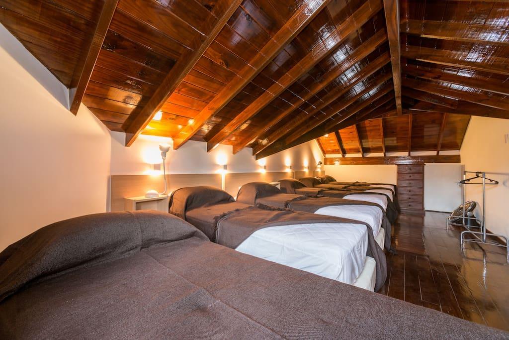 """Altillo: 6 sommiers nuevos linea-hotelería """"La Cardeuse"""""""