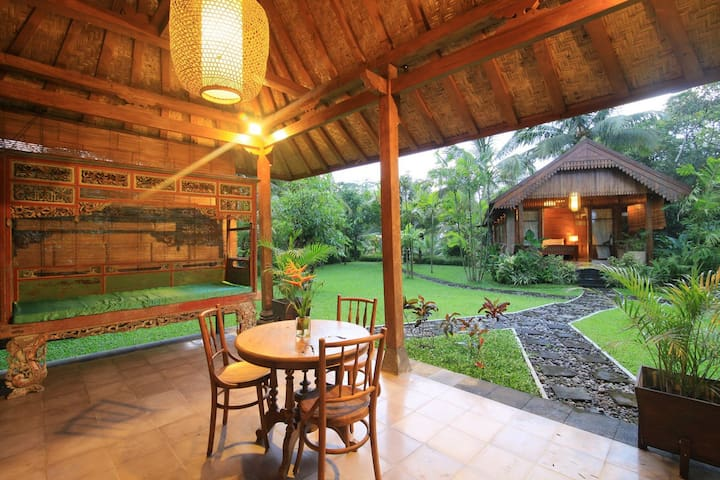 Omkara Mountain Retreat - Sleman - Villa