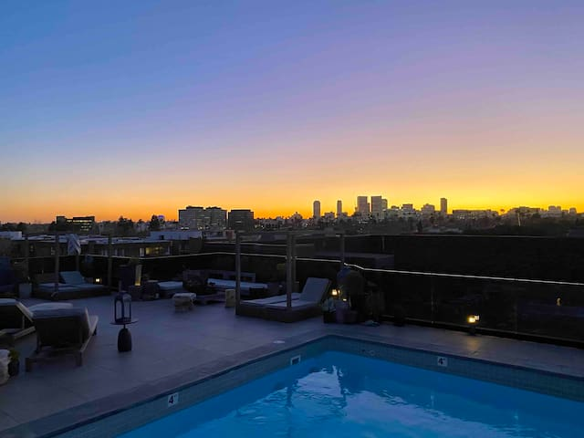 Amazing 3bd+Beverly Hills+Rooftop pool+2 parkings
