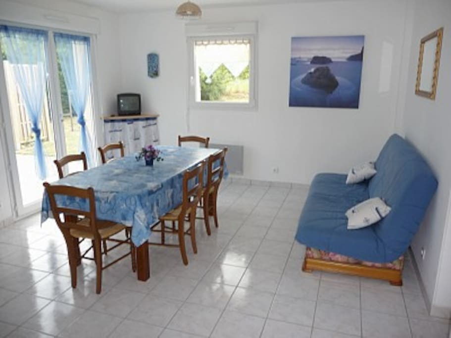 Salle à manger/séjour situé plein Sud, pièce claire  agréable à vivre.