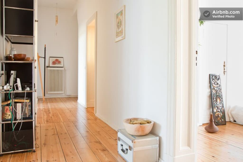 Entrance hall – this picture shows the 18 square meter guest room to the right. The big guest room is on the far left end. At the far end right the hallway leads to the bathroom and the kitchen.