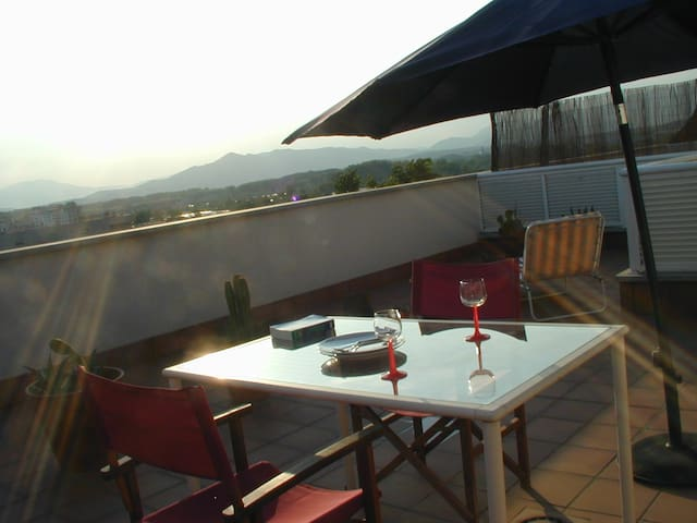 Sunny Flat with Roof Terrace, Terrace & Car Park