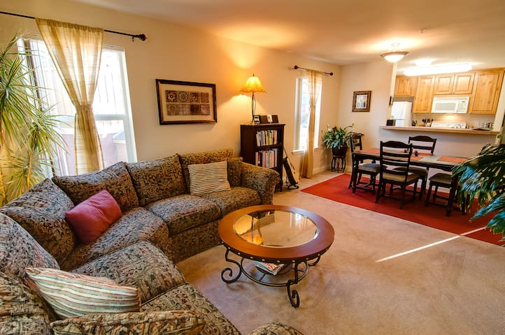 Cozy N. Lake Apartment in Truckee - Truckee - Apartment