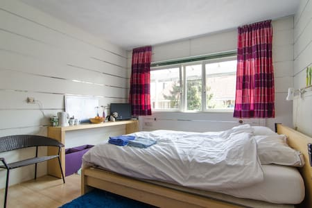 Space, quiet and near Amsterdam - Diemen - Bed & Breakfast