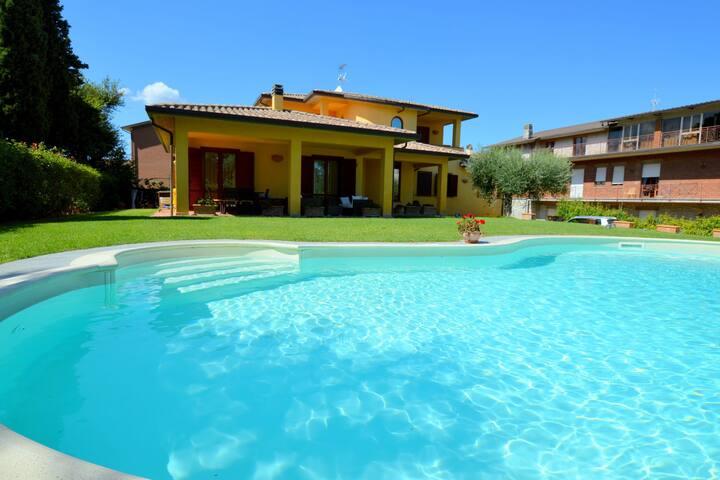 Moderna villa a Marsciano Perugia con piscina privata