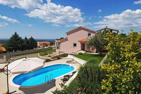 VILLA NEAR POREČ, PRIVATE POOL - Roškići - Villa