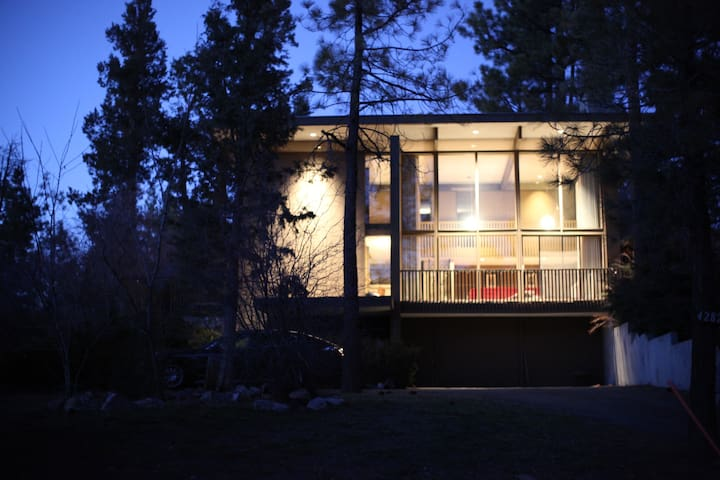 Niko's Nido Mid Century Modern Cabin in the Woods - Big Bear Lake - Casa