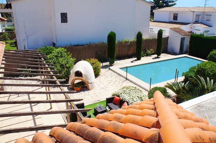 Villa for 8 people with private pool.