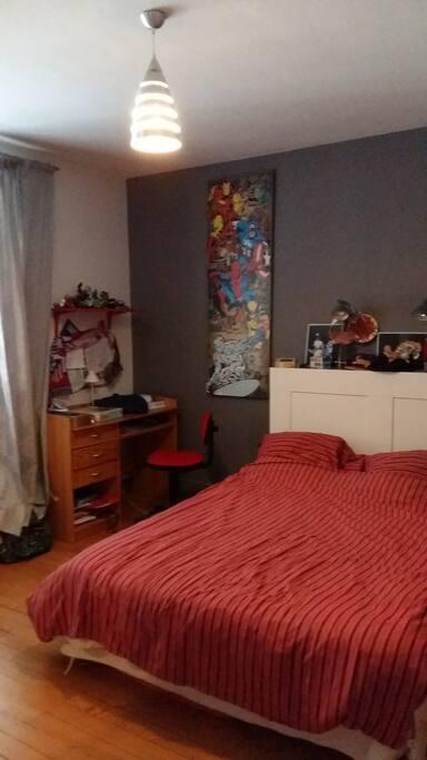 une chambre lit 2 places 140