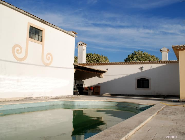 House with 2 bedrooms in Alenquer, with wonderful mountain view, shared pool, furnished garden