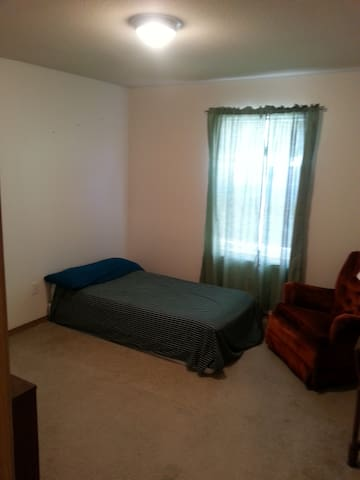 2 rooms, 1.5 bath...Alot to offer & affordable! - Kansas City - Townhouse