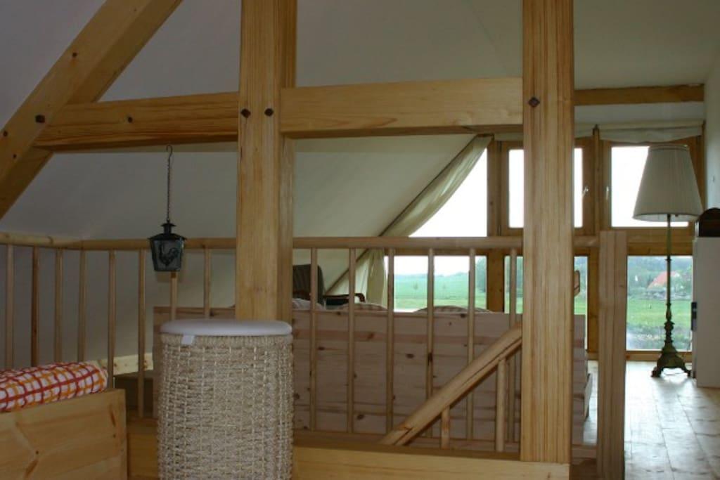 Blick vom Schlafbereich im Obergeschoss