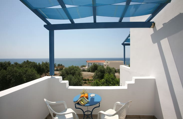 One bedroom apt. over the beach - Fragkokastello - Daire