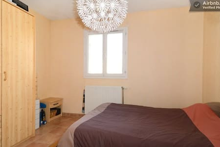 Cosy privat room in nice house ! - Vitrolles - Talo