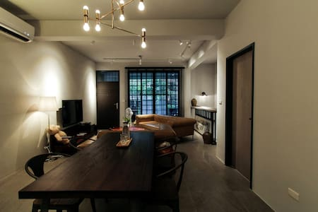 NEW/2 ROOM/3 DOUBLE BED/6 PPL/APARTMENT/GREY LOFT