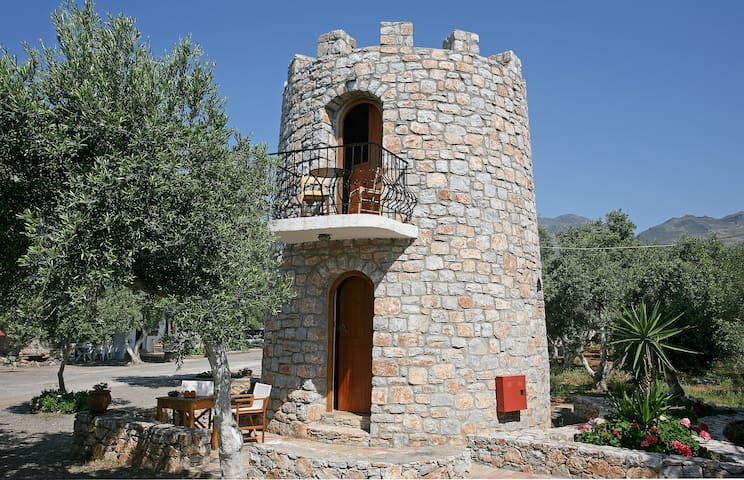 #1 Small Tower House above Beach + 2 bikes - Fragkokastello - Castelo