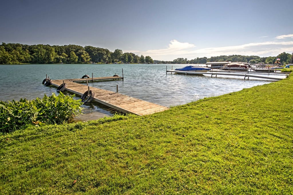 Situated on the edge of Donnell Lake, the home's prime waterfront location offers easy and unrestricted access to all the water sports imaginable!