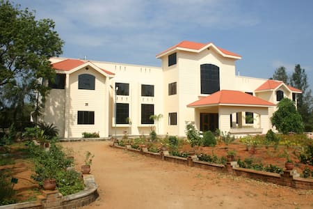 Large Ensuite Double A/C room with sunset view - Kanyakumari