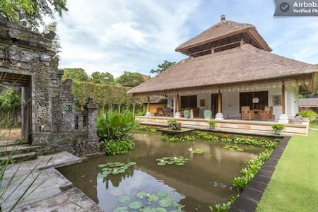 Villa Lotus in Huge Seaside Estate - Denpasar