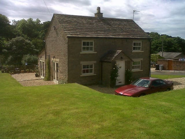Charming stone farmhouse - Sutton,Macclesfield - บ้าน