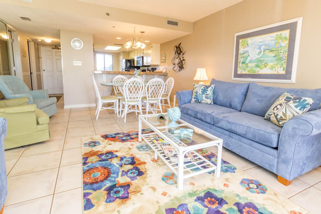 Large Living and Dining Room with Seating for the whole Family!